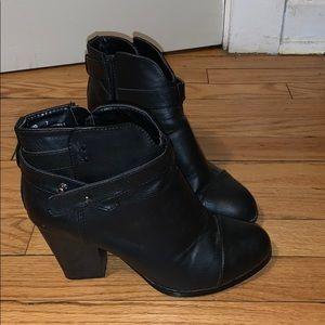 Black booties sz 7